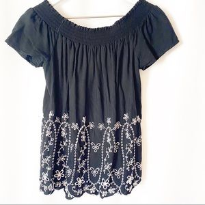 Old Navy Embroidered Off-the-Shoulder Top Small